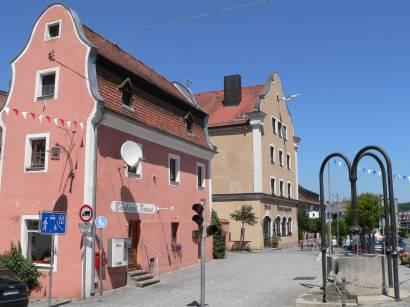 roding-bayerwald-regental-bauwerke-haus-brunnen