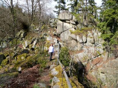 rötz-schwarzenburg-steinerne-wand-felsen-bayern