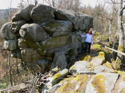 rötz-schwarzenburg-steinerne-wand-felsformationen