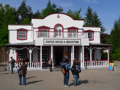 schloss-thurn-westernstadt-coffeehouse-drugstore-bilder