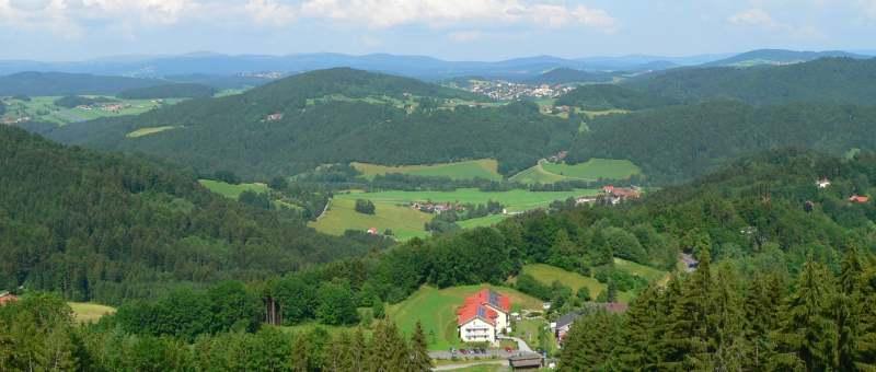 Aussichtsturm auf dem Kadernberg bei Schönberg im Bayerischen Wald