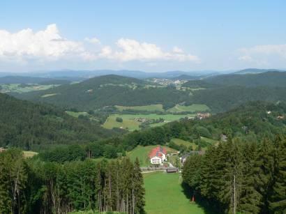 Aussichtsturm auf dem Kadernberg dem Hausberg von Schönberg