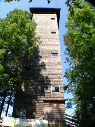 schönberg-aussichtturm-kadernberg-fernsicht-holz-turm