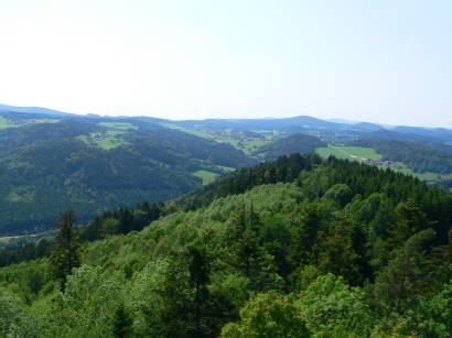 schönberg-aussichtturm-kadernberg-fernsicht-landschaft-bayerwald