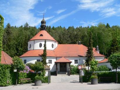 schwandorf-oberpfalz-bauwerke-kirche-friedhof