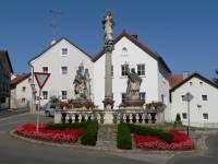 stamsried-oberpfalz-marktplatz-denkmal-säule-200