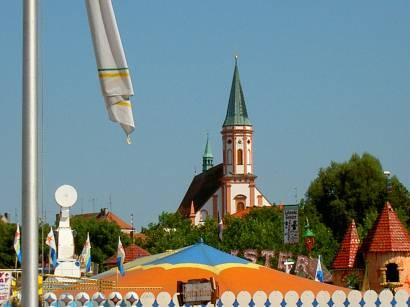 straubing-gäubodenvolksfest-gäubodenfest-kirche-niederbayern