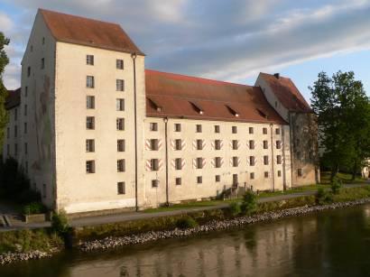 straubing-herzogschloss-agnes-bernauer-donau-bauwerk-schloss