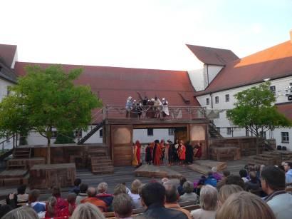 straubing-herzogschloss-agnes-bernauer-festapiel-ostbayern