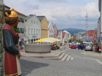 waldkirchen-bayerischen-wald-sehenswürdigkeiten-marktplatz-ewige-hochzeiter