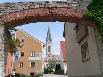 waldkirchen-bayerischer-wald-sehenswertes-stadtmauer-torbogen