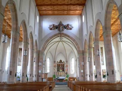 waldkirchen-bayerischer-wald-sehenswürdigkeiten-pfarrkirche-innen-altar