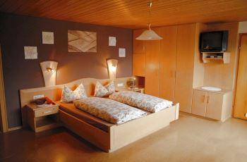 Pension mit Zimmer & Ferienwohnungen in Hohenwarth bei Lam und Kötzting
