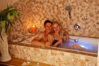 wellnesurlaub-gruppenurlaub-ferienhaus-pool-romantikurlaub