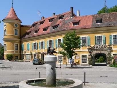 Schloss Wiesent mit Hudetz-Turm - Bilder Fotos, Infos ....
