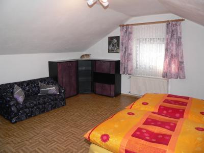 Schlafraum im Obergeschoss - Bld ID: zissler-ferienwohnung-landkreis-regen-arberregion