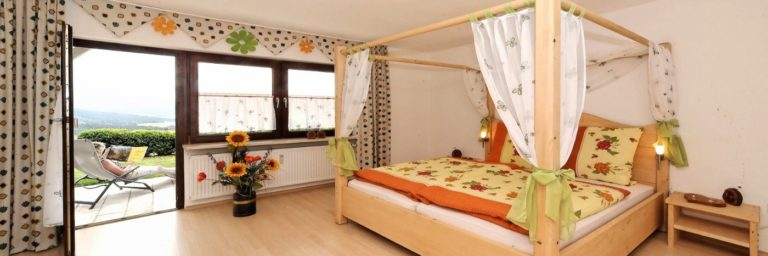 achatz-panorama-ferienhaus-bayerischer-wald-gruppenunterkunft Romantik Himmelbett