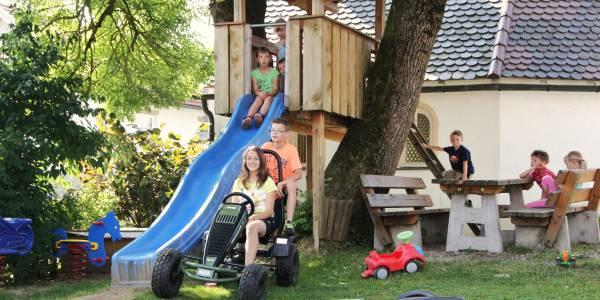 aignerhof-landkreis-regen-bauernhofurlaub-kinderferien-fuhrpark