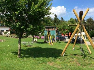 Urlaub auf dem Buernhof bei Regen und Grafenau Spielplatz