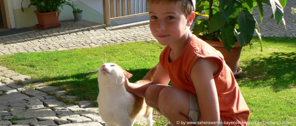 Kinderhotel in Bayern mit Tieren - Familienhotel mit Streichelzoo