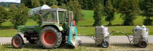 bauernhofurlaub-bayerischer-wald-traktor-fharen-milchtank