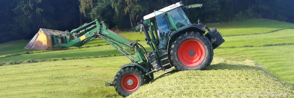 Urlaub am Bauernhof Bayerischer Wald Erlebnis Traktor fahren