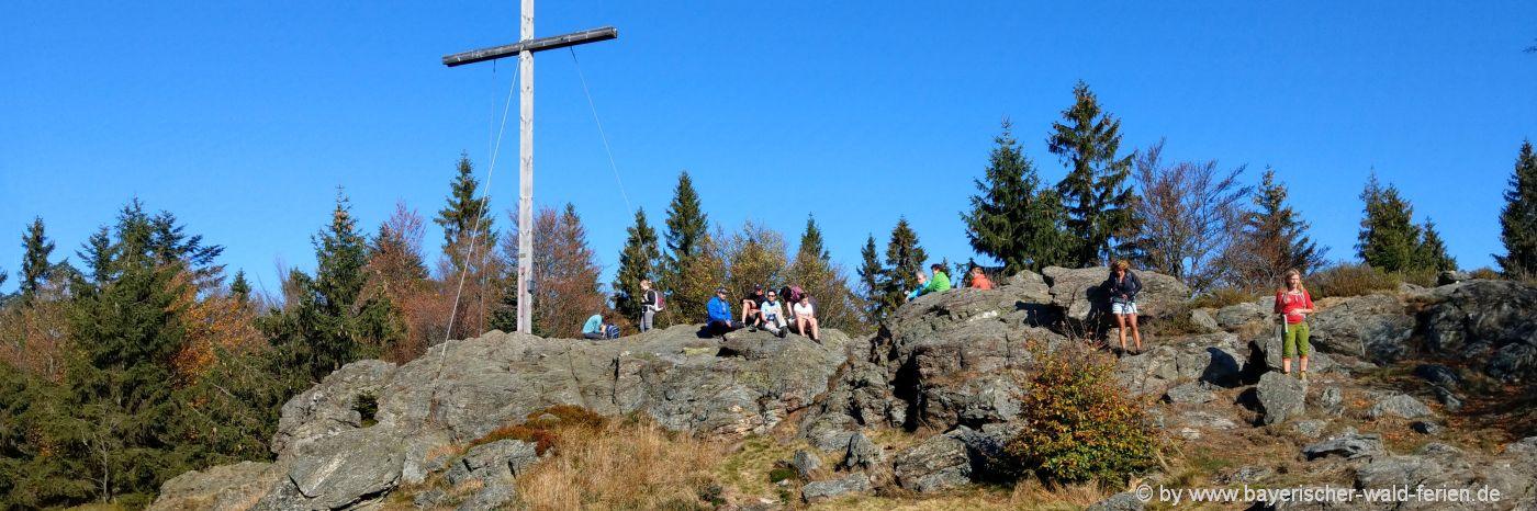 Urige Ferienhütten am Berggipfel in Bayern
