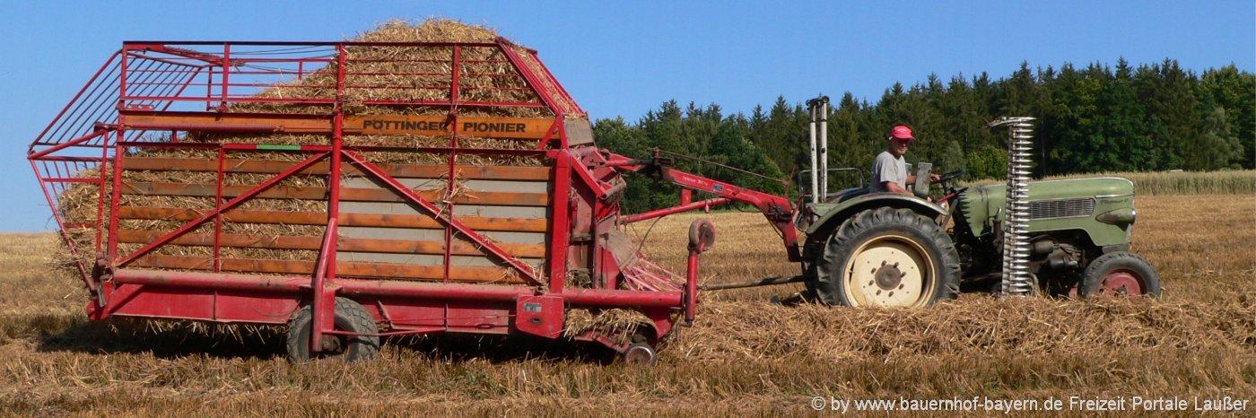 bayerischer-wald-bauernhofurlaub-bayern-traktor-mitfahren-feldarbeit