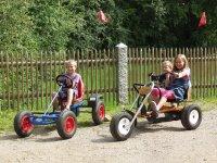 bayerischer-wald-kinderfreundlicher-urlaub-kettcar-fahren