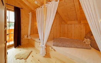 Romantische Schlafzimmer in den Chalet Ferienwohnungen in Deutschland