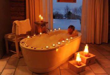 berghuette-luxurioeses-ferienhaus-deutschland-wellnessbad-kerzenlicht-350