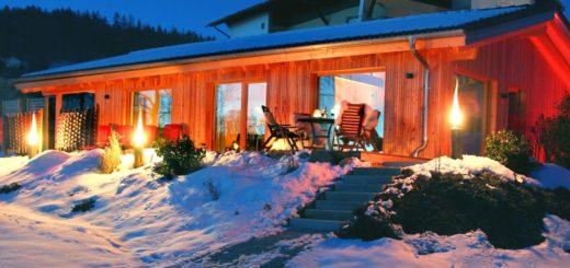 ferienhütten-bayerischer-wald-lindberg-zwiesel-winter-ansicht