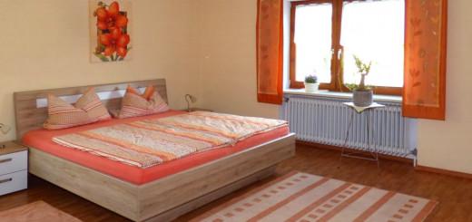 bierl-ferienwohnung-gleissenberg-schlafzimmer-doppelbett