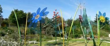 Verkaufsaustellungen und Werksverkauf - bodenmais-ausflugsziel-joska-kristall-glas-glaskunst-glasblumen-garten-panorama-380