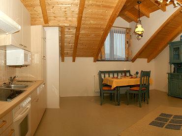 brunnerhof-forellenpension-bayerischer-wald-kueche-esstisch
