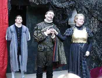 Klassisches Freilichttheater im Burghof der Burg Falkenstein