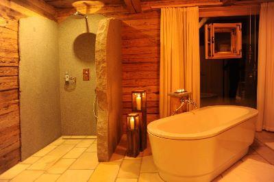 chalet-2-personen-badewanne-dusche-luxuschalet-bayren