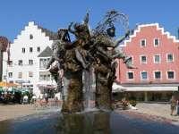 cham-sehenswertes-ausflugsziele-stadtplatz-brunnen-150