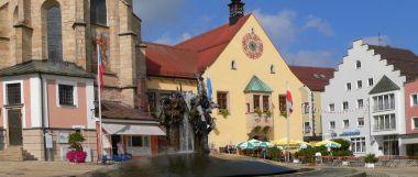 Stadt Cham: Sehenswürdigkeiten - Brunnen am Marktplatz