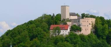falkenstein-burg-falkensteiner-burg-mittelalter-intakt-panorama-380