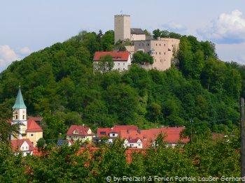 falkenstein-gasthof-busse-gruppen-urlaub-bayerischer-wald-burg-kirche-berg