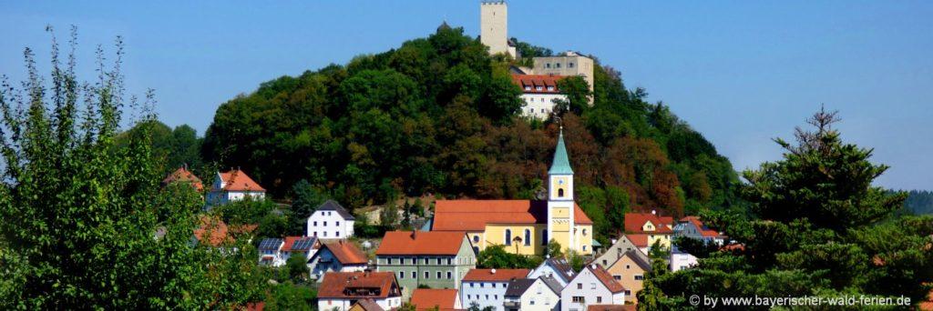 Burg Falkenstein in der Oberpfalz Mittelalter Ritterburg in Bayern / Bayerischer Wald