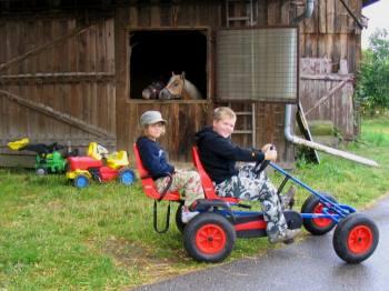 Baby Kinder Bauernhof Familienurlaub Bauernhof Handl im Bayerischen Wald