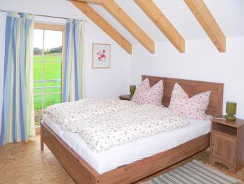 Schlafzimmer - Ferienhaus mit natürlicher Bauweise in Bayern / Bayerischer Wald