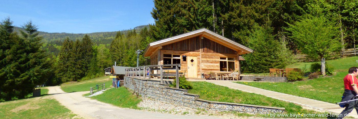 Hölzerne Ferienhäuser im Bayerischen Wald