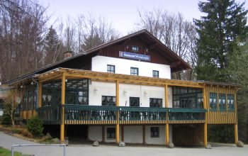 ferienpark-waldmünchen-waldcafe-perlhütte