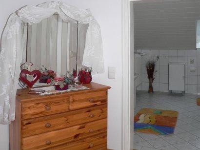 ferienwohnung-bohmann-flur-gang-schillertswiesen-unterkunft-rossbach