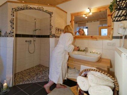 ferienwohnung-ernstlhof-wastl-stube-badezimmer-420