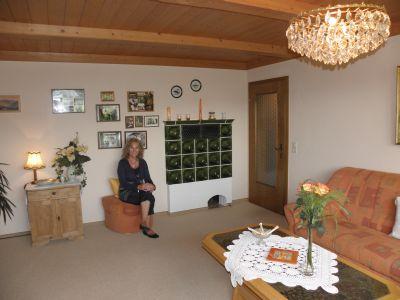 Kachelofen im Wohnzimmer der Ferienwohnung Furth Arnschwang