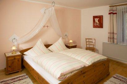 ferienwohnung-lavendel-schlafzimmer-eltern-410
